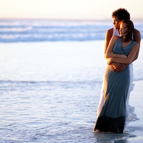 Heerlijk verliefd aan een romantisch strand, zo begint vaak een nieuwe tak aan een familiestamboom. Familieopstellingen.