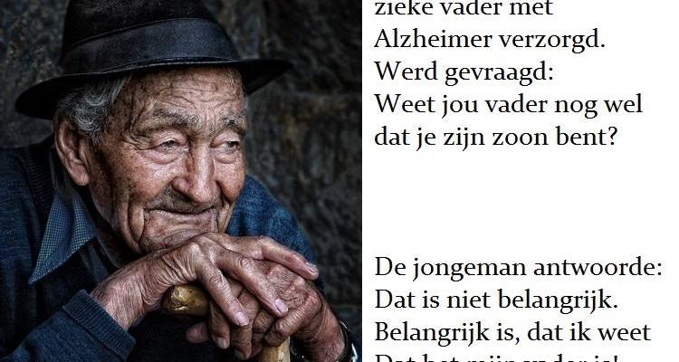 Een zoon zorgt liefdevol voor zijn vader met Alzheimer