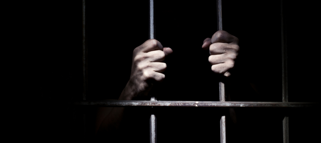 Gevangenis, handen houden machteloos tralies vast, Jacques Verduin, Guiding Rage into Power