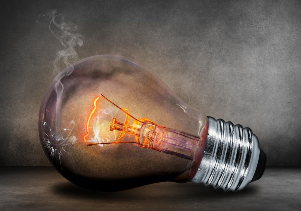 Een brandende gloeilamp met kapot glas zal niet lang blijven branden. Reiki principes ondersteunen de staat van jouw lamp die het licht laat schijnen.
