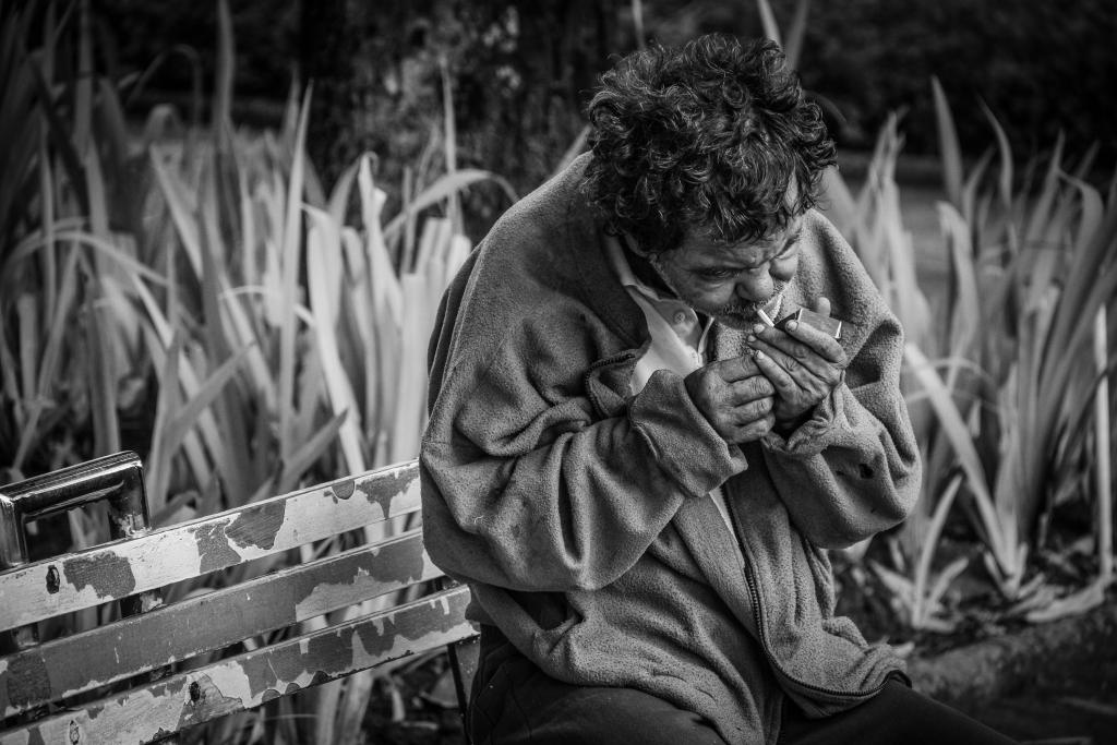Dakloze man geeft uit het hart