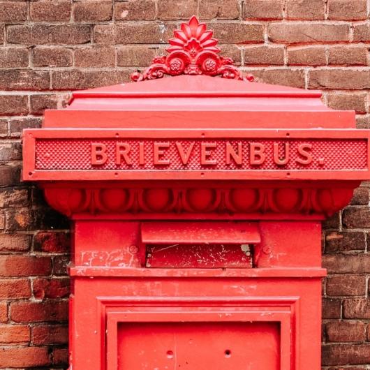 Bestel snel je e-mail sessie - hier een rode brievenbus